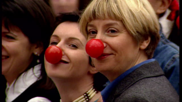 vidéos et rushes de various celebrities launched comic relief outside the empire cinema at leicester square by wearing red noses. among the celebrities are comedian... - emma freud