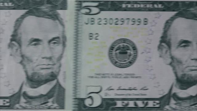 vídeos y material grabado en eventos de stock de various close up shots and panning shots of a american five dollar bill close up shots focus on the portrait of abraham lincoln on the five dollar... - billete de cinco dólares estadounidense