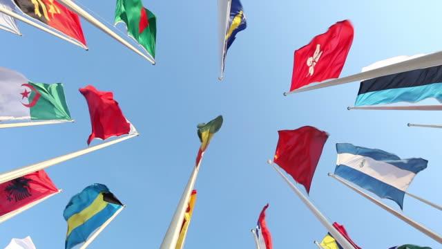 various country flags - mellanstor grupp av objekt bildbanksvideor och videomaterial från bakom kulisserna