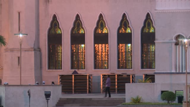 various dusk/magic hour sultan omar ali saifuddien mosque in bandar seri begawan. brunei is a sultanate on the northern coast of the island of... - brunei stock videos & royalty-free footage