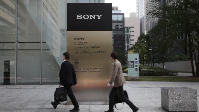 various exteriors and signage of sony headquarters / pedestrians walking past headquarters and signage exteriors of sony headquarters at sony... - sony stock videos & royalty-free footage