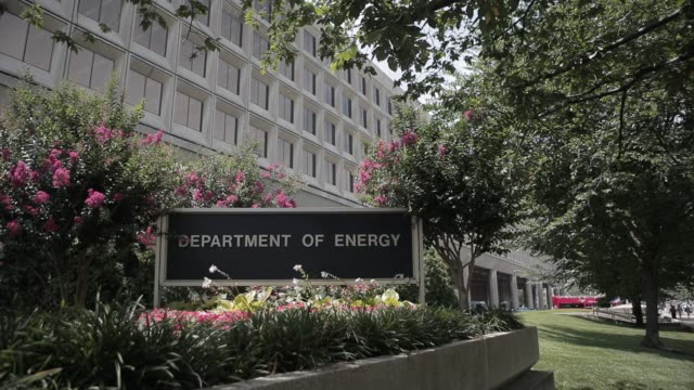 vídeos de stock, filmes e b-roll de various exteriors and signage of the department of energy in summer department of energy exteriors in summer on july 12 2012 in washington dc - doe
