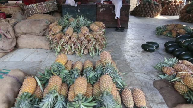 stockvideo's en b-roll-footage met various fruits on display at fruit stalls inside crawford market in mumbai india on thursday dec 5 pomegranates and oranges at a fruit stall... - for sale korte frase