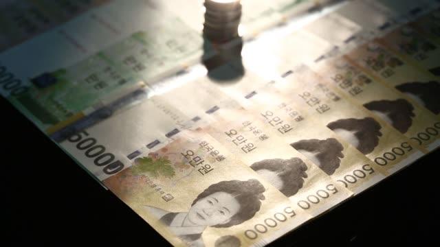 vídeos y material grabado en eventos de stock de various general views south korean won banknotes and coins of various denominations are arranged for a shots in seoul south korea on saturday aug 24... - accesorio financiero