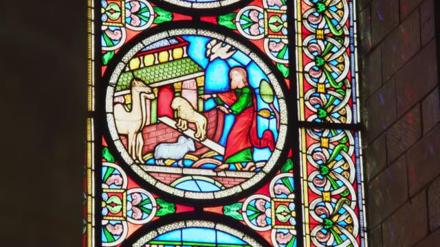 vídeos y material grabado en eventos de stock de various interiors of ely cathedral, uk - arte decorativo