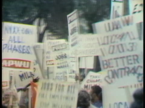 stockvideo's en b-roll-footage met various labor organizations take part in a protest in chicago over unfair pay. - 1973