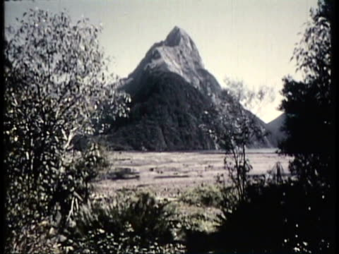 1955 MONTAGE WS Various landscapes, mountains and waterfall / New Zealand / AUDIO
