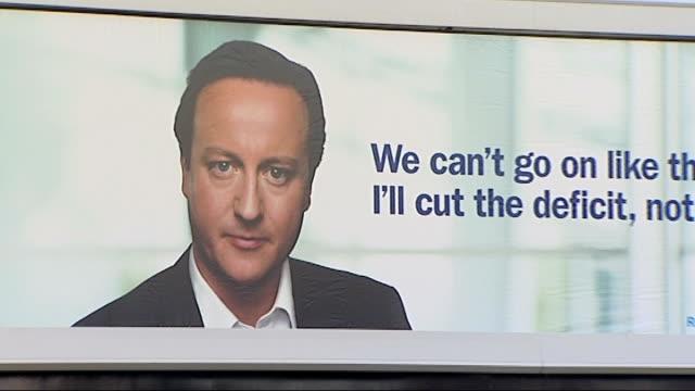 vidéos et rushes de various of conservative billboard featuring face of david cameron mp - parti conservateur anglais