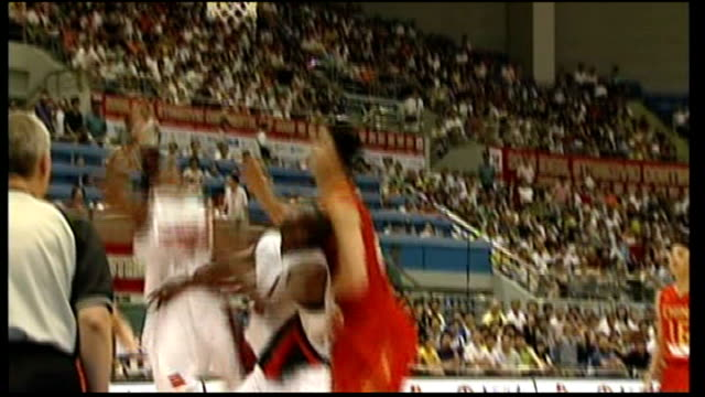 vidéos et rushes de various of yao ming playing in basketball match for chinese national team - ming