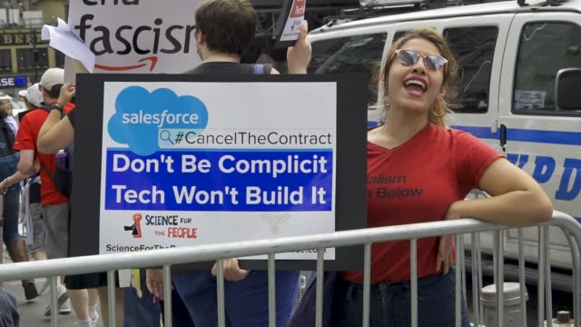 various organizations picketed and marched in front of microsoft salesforce and the amazon book store targeting these companies because of their... - gafam点の映像素材/bロール