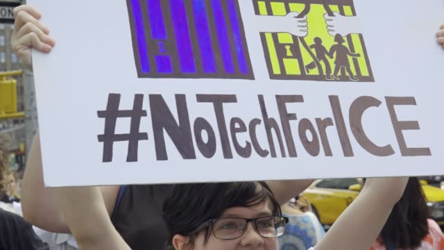 various organizations picketed and marched in front of microsoft , salesforce , and the amazon book store targeting these companies because of their... - アメリカ移民税関捜査局点の映像素材/bロール