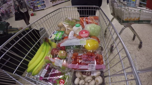 various products are added to a supermarket shopping trolley, uk. - korg bildbanksvideor och videomaterial från bakom kulisserna