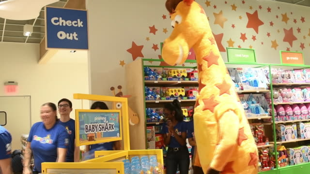 various products in new toys 'r' us store ahead of its opening, paramus, new jersey, u.s., on tuesday, nov 26, 2019. - toys r us stock videos & royalty-free footage