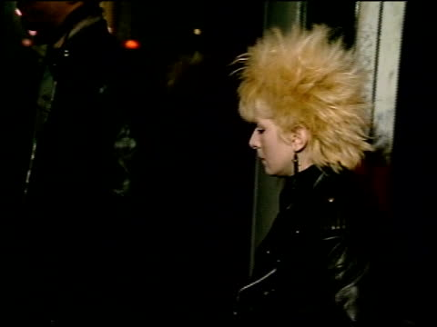 vidéos et rushes de various punks entering cbgbs - punk