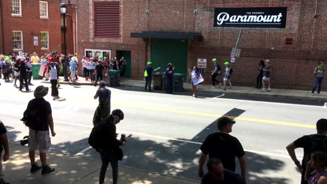stockvideo's en b-roll-footage met various right wing movements came together in charlottesville, virginia, usa on the 12th of august 2017 to unite in opposition to the controversial... - bewaken
