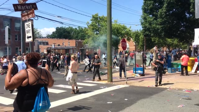 vidéos et rushes de various right wing movements came together in charlottesville, virginia, usa on the 12th of august 2017 to unite in opposition to the controversial... - charlottesville