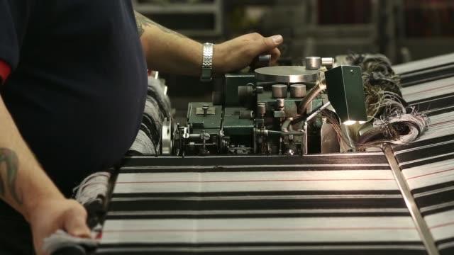 vídeos y material grabado en eventos de stock de various shots an employee checks the threads on a weaving machine during tartan material production at lochcarron john buchan ltds plant in selkirk,... - tartán