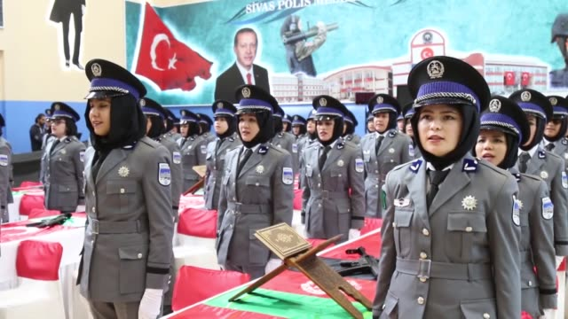 vidéos et rushes de various shots as 167 afghan women graduate from turkish police academy with a ceremony in turkey's central sivas province on april 27 2019 afghan... - gouverneur