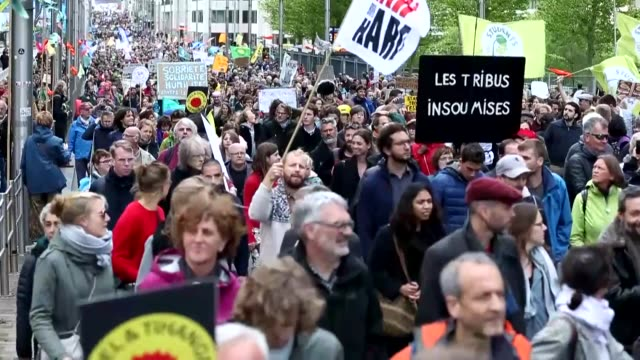 stockvideo's en b-roll-footage met various shots as environmentalists stage a demonstration to draw attention to global warming and climate change outside berlaymont building in... - 2019