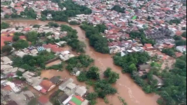 various shots as people try to go trough the flood in kebayoran neighborhood in jakarta, indonesia on january 1, 2020. overnight rain triggers severe... - jakarta stock videos & royalty-free footage