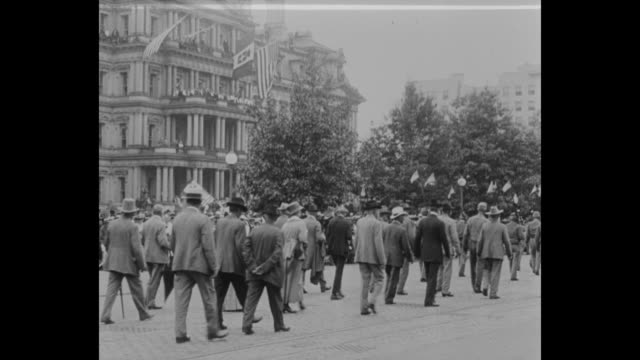 stockvideo's en b-roll-footage met various shots confederate army veterans parade past crowds of onlookers during their annual reunion / parading veterans pass the reviewing stand... - woodrow wilson