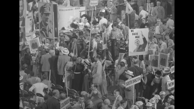 various shots crowded convention floor signs supporting douglas macarthur and large photograph of abraham lincoln and signs of state names / ms... - partito repubblicano degli usa video stock e b–roll