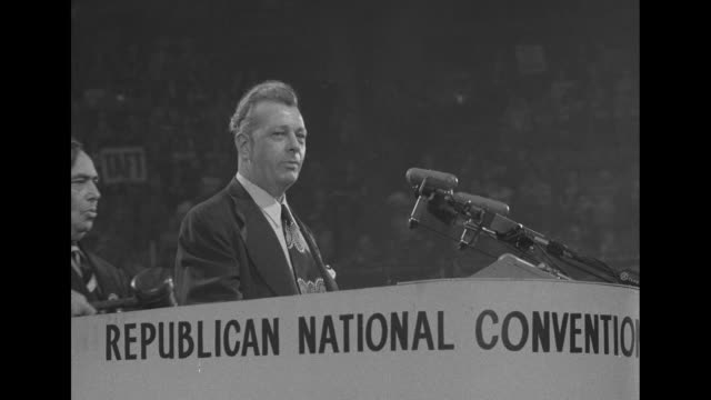 stockvideo's en b-roll-footage met various shots crowded convention floor with people carrying signs and wearing hats supporting general dwight eisenhower / ms illinois senator everett... - republikeinse partij vs