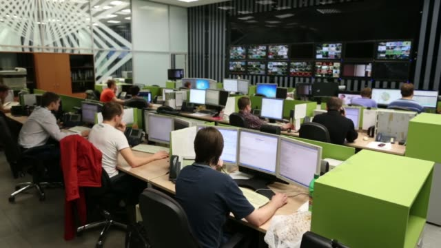 various shots employees work at desks in the highspeed internet and telephony control room at the headquarters of akado telecom holding group jsc the... - fernsehserie stock-videos und b-roll-filmmaterial