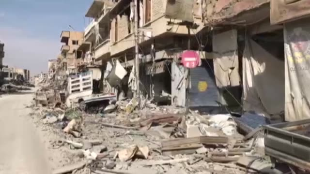 vídeos de stock, filmes e b-roll de various shots from damaged buildings in raqqa, syria on october 26, 2017 after the pkk/pyd, the syrian branch of the terrorist pkk, which has waged... - 2017