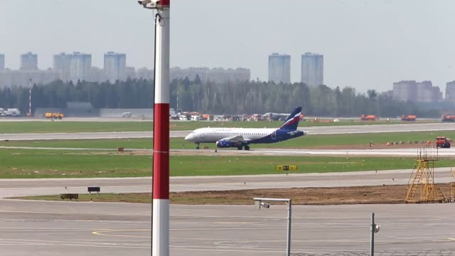 various shots from debris of a russian aeroflot plane that left up to 41 people killed after an emergency landing in russian capital moscow's... - 航空事故点の映像素材/bロール