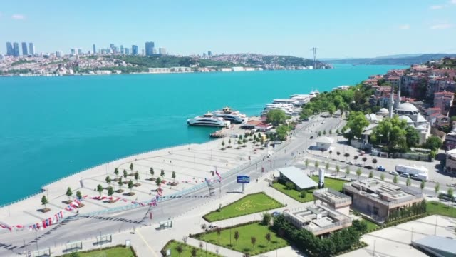 various shots from empty districts taksim, kadikoy and uskudar on the first day of eid al-fitr on may 24, 2020 after turkey imposed a four-day... - istanbul stock-videos und b-roll-filmmaterial