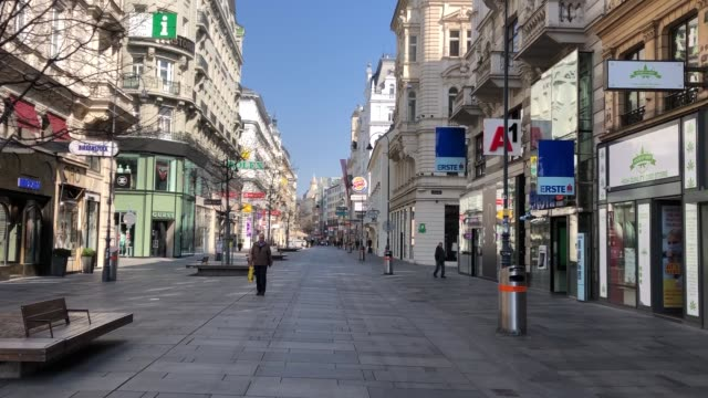 various shots from empty streets of vienna on march 19, 2020 because of covid-19 outbreak. city center and streets getting empty as precautions are... - austria video stock e b–roll