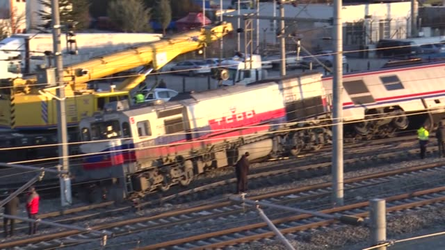 various shots from officials inspecting the accident scene after a train derailed in ankara, turkey on january 03, 2020. - 脱線点の映像素材/bロール