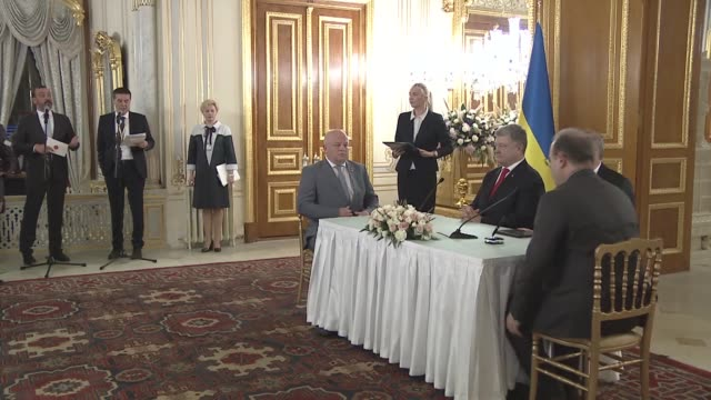 various shots from the bilateral agreement signing ceremony between turkey and ukraine at mabeyn palace in istanbul, turkey on november 03, 2018.... - ウクライナ点の映像素材/bロール