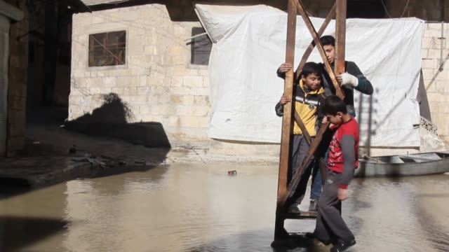 vidéos et rushes de various shots from the flooded streets in the syrian town of darkush on january 21 2019 after heavy rains that caused orontes river burst its banks... - aménagement de l'espace