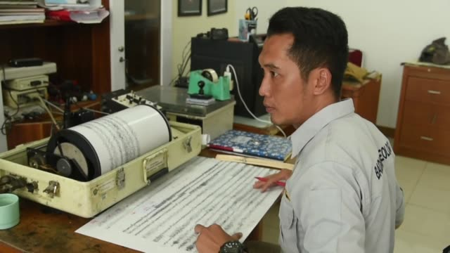 vidéos et rushes de various shots from the geological agency of the ministry of energy and mineral resources department on december 26 2018 in banten the department says... - raz de marée