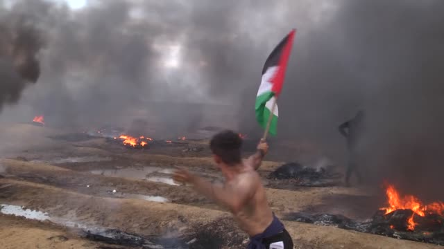 various shots from thousands of palestinians participating in 'great march of return' protests near the gaza-israel border, in gaza strip on october... - gaza strip stock videos & royalty-free footage