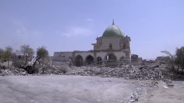 vídeos de stock, filmes e b-roll de various shots from wreckage of al moor mosque on july 09 2017 after mosul completely freed from daesh mosul was captured by daesh along vast swathes... - 2017
