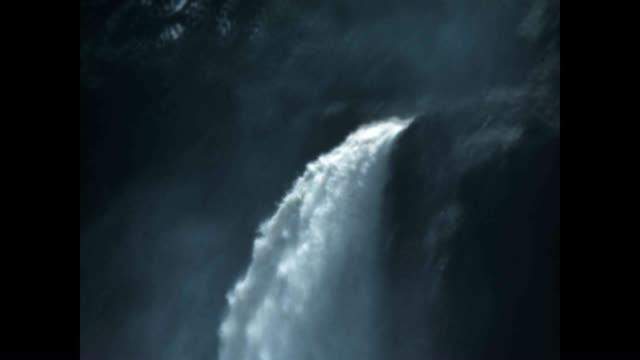 vídeos de stock, filmes e b-roll de various shots of ausable chasm in the 1940's - ponto de referência natural