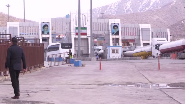 various shots of bashmakh border crossing between iraq and iran on february 23 2020 in sulaymaniyah iraqi authorities on sunday extended the ban on... - iran stock-videos und b-roll-filmmaterial