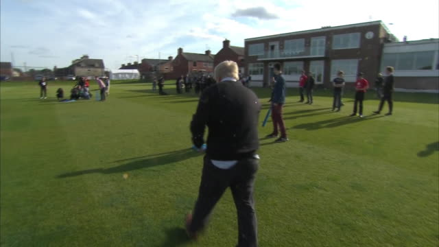 Various shots of Boris Johnson playing cricket with fellow supporters of the Vote Leave campaign NNBU312X
