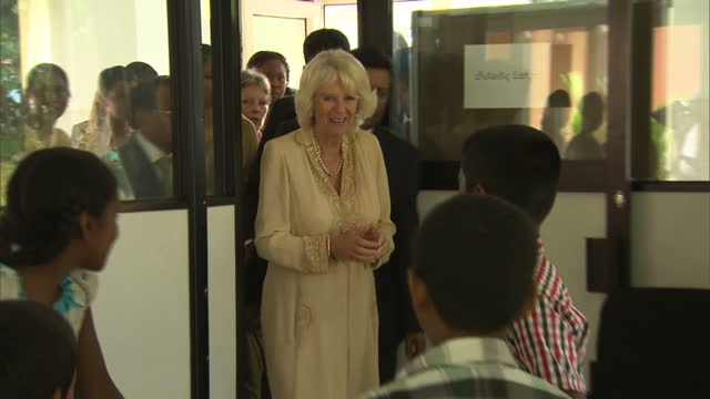 stockvideo's en b-roll-footage met various shots of camilla duchess of cornwall visiting a paediatric centre at a colombo hospital prince charles and duchess of cornwall tour sri lanka... - sri lankaanse cultuur