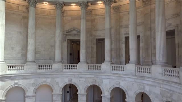 vídeos de stock e filmes b-roll de various shots of columns inside the senate russell senate office building - senado dos estados unidos