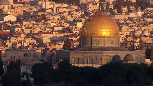various shots of dome of the rock on temple mount in the jerusalem skyline - gesamtansicht stock-videos und b-roll-filmmaterial