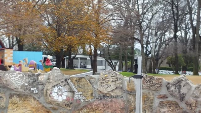 various shots of elvis presley's graceland mansion and surrounding property. - lisa marie presley stock videos & royalty-free footage