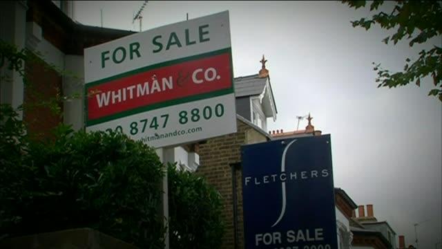 various shots of estate agency 'for sale' signage - 売り出し中点の映像素材/bロール