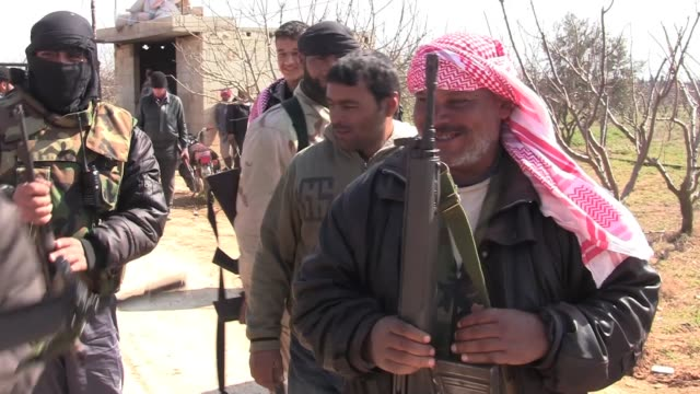 vídeos y material grabado en eventos de stock de various shots of free syrian army members in the town of al qusayr and the surrounding checkpoints. sound bite from a community leader explaining why... - rodear