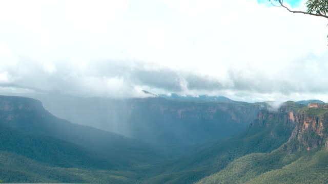 vídeos y material grabado en eventos de stock de various shots of jamison valley escarpment including shots partially framed by gum tree shots with low cloud hiker with backpack at a lookout... - bush land