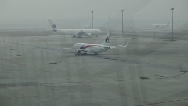 various shots of malaysia airlines planes at kuala lumpur international airport in sepang, malaysia on march 14 a wide shot of a malaysia airlines... - kuala lumpur stock videos & royalty-free footage