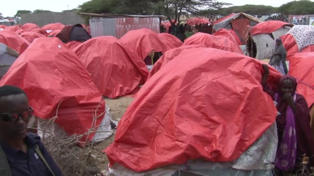 various shots of newly displaced somalians, who live in makeshift tents on the outskirts of mogadishu, somalia on april 25, 2017. somalia's current... - 2017 stock videos & royalty-free footage